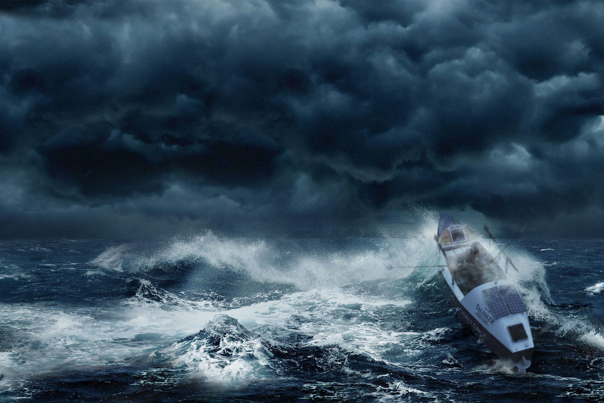 Ein Ruderboot wird von gigantischen Wellen durchs Meer geschaukelt