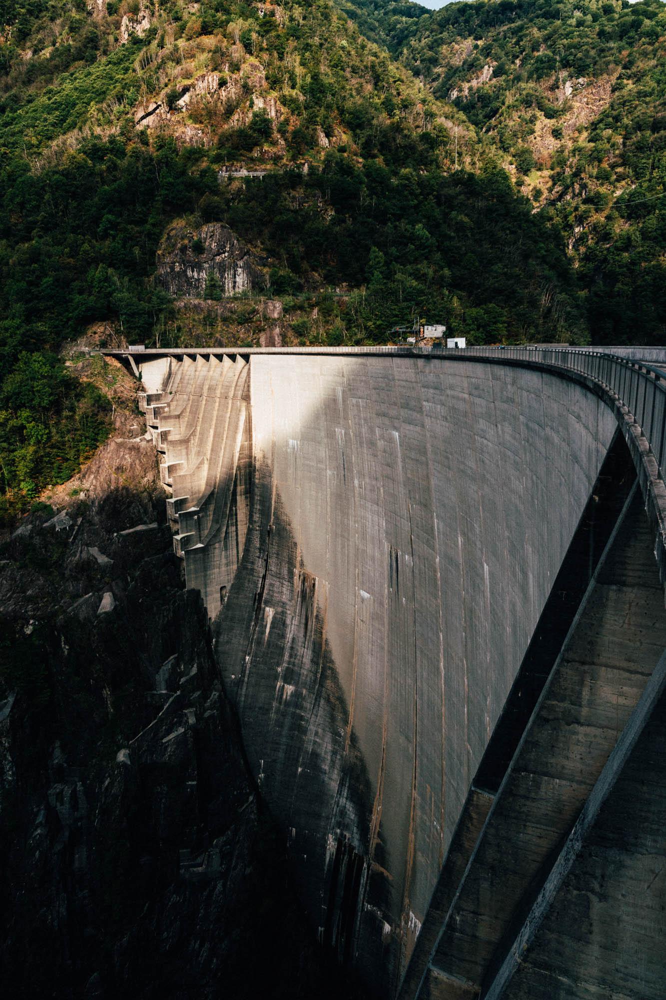Ansicht des Verzasca-Staudamms