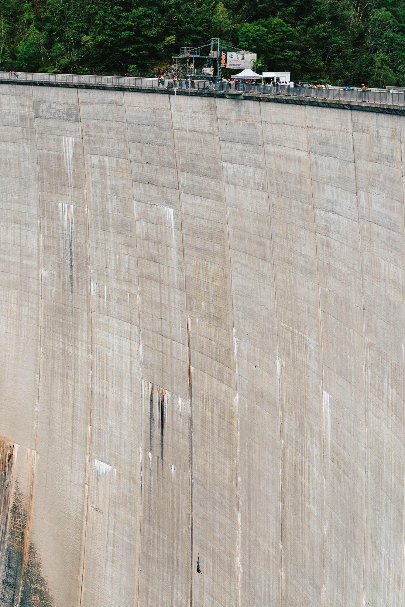Der Verzasca-Staudamm mit einer der höchsten Bungeesprunganlagen Europas.
