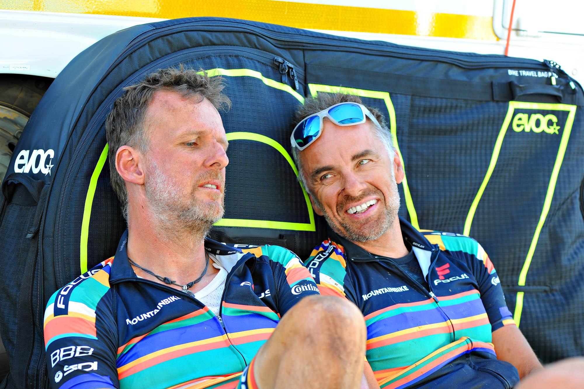 Mike Kluge und ich im Zielbereich nach einer Etappe beim Cape Epic.