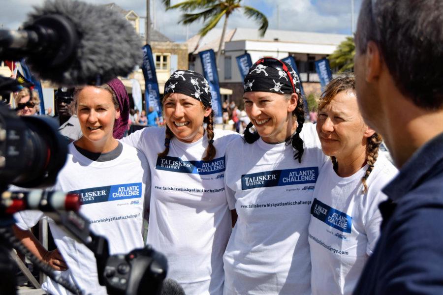 Helen Butters, Niki Doeg, Frances Davies und Janette Benaddi sind als Team Yorkshire Rows glücklich am Ziel