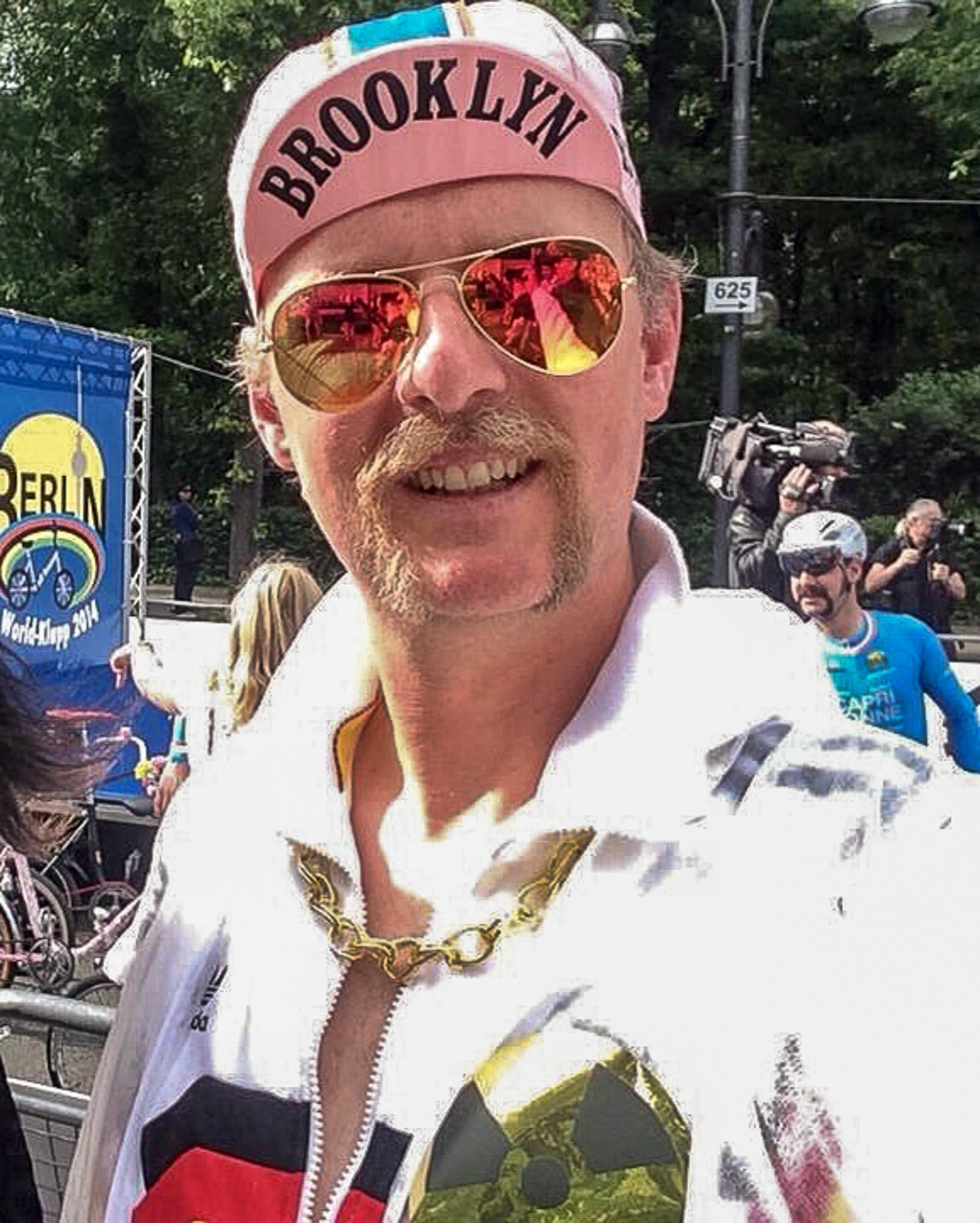 Jens Vögele mit Oberlippenbart bei der Teilnahme des World-Klapps in Berlin.