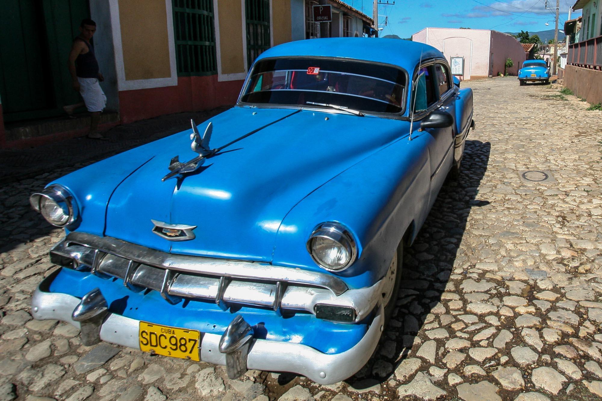 Ein alter Chevrolet in den Straßen von Trinidad.
