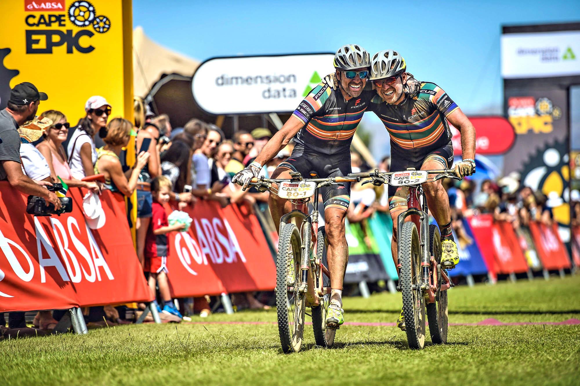 Mike Kluge und ich glücklich im Ziel beim Cape Epic 2017.