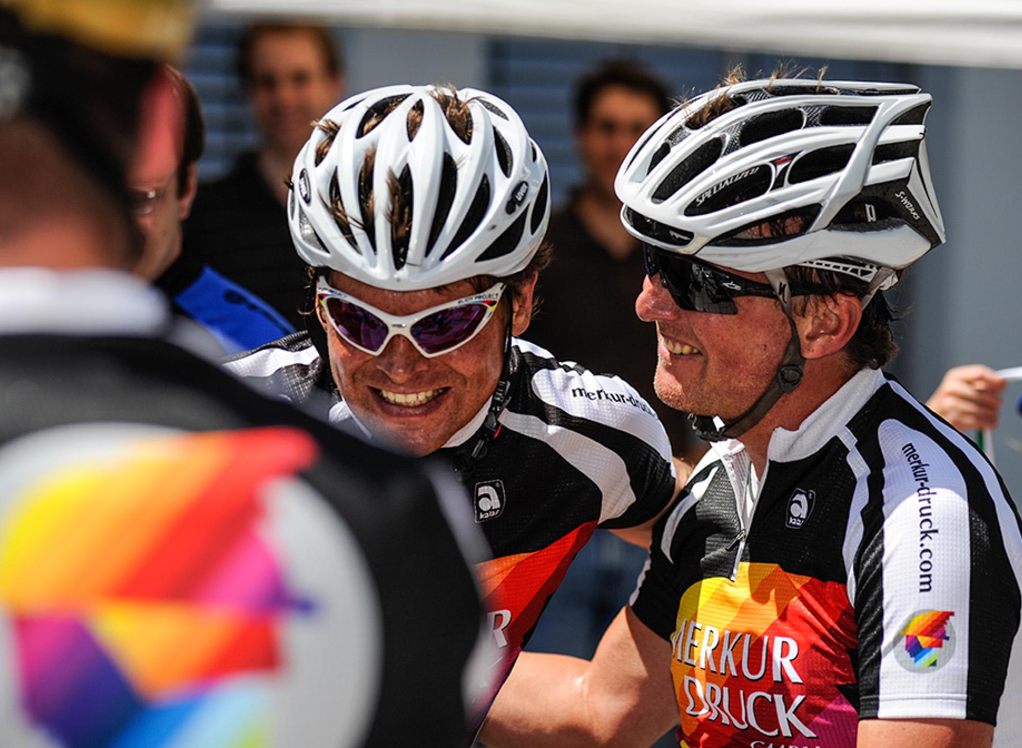 Jan Ullrich und Jens Vögele im Gespräch im Ziel beim Deutschland Grand Prix in Bad Saulgau