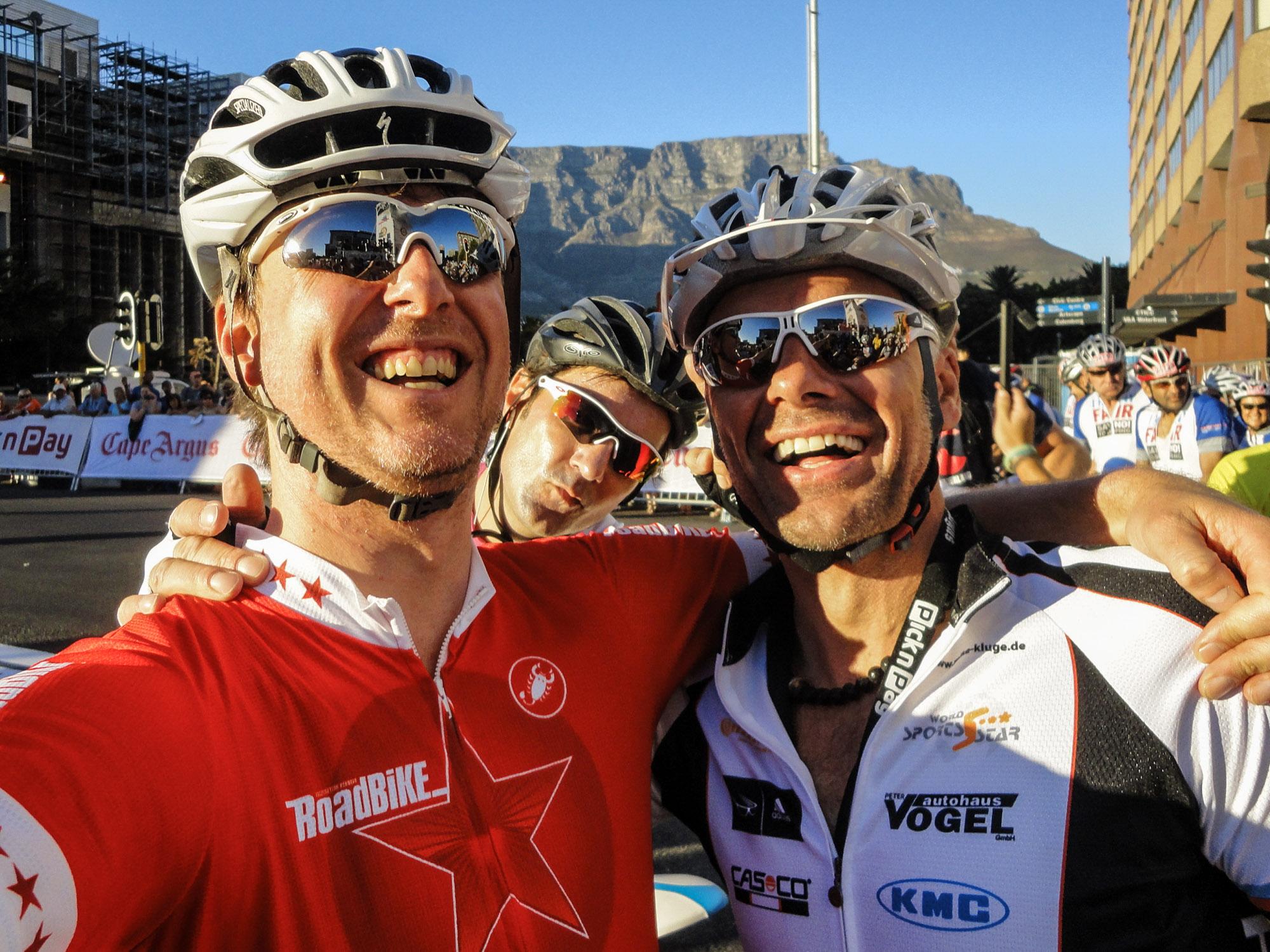 Jens Vögele und Mike Kluge am Start der Cape Argus Cycle Tour