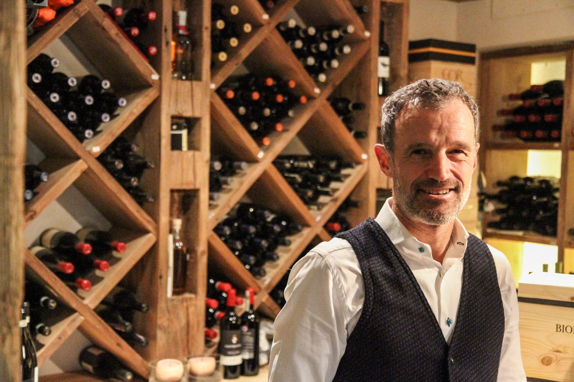 Der Hotelier und Sommelier Christoph Kofler in seinem Weinkeller
